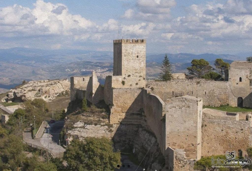 Castello di Lombardia - Ph Arangio