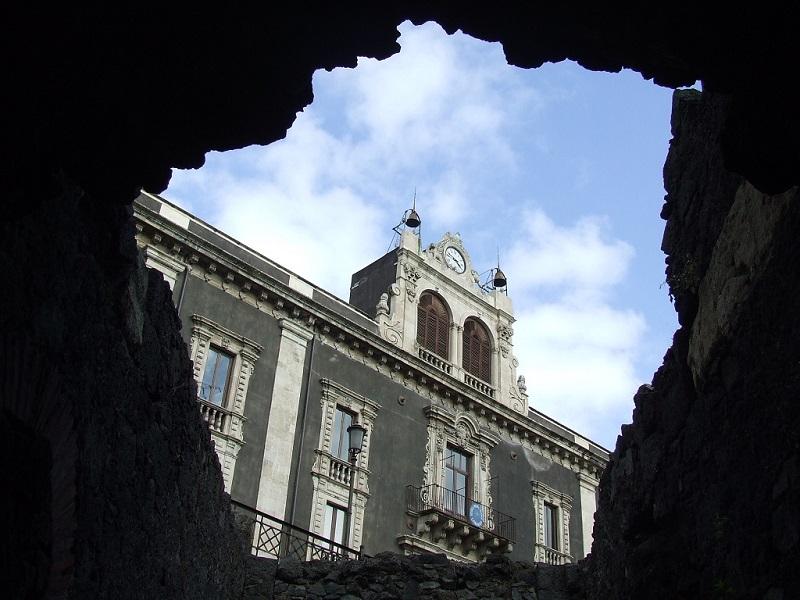 Scorcio di Piazza Stesicoro dall'Anfiteatro Romano - Ph. Giovanna GAgliano