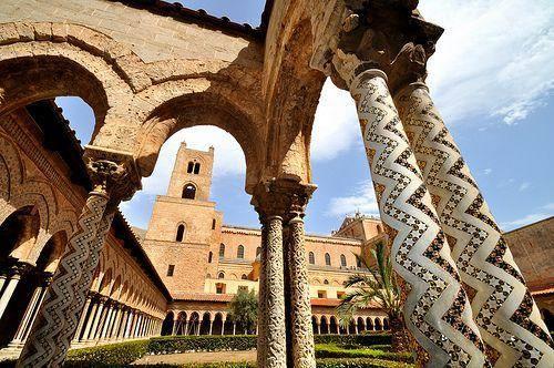 Chiostro dei Benedettini (ph. Antonio Colaninno – @Colaninn)