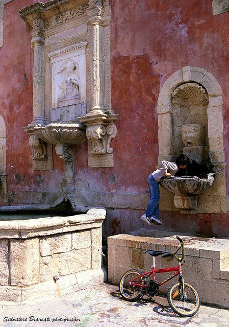 Militello Val di Catania - Fontana della Ninfa Zizza - ph. Salvatore Brancati