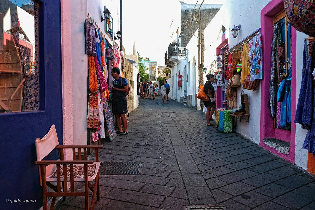 Aeolian islands The shopping - ph Guido Sorano