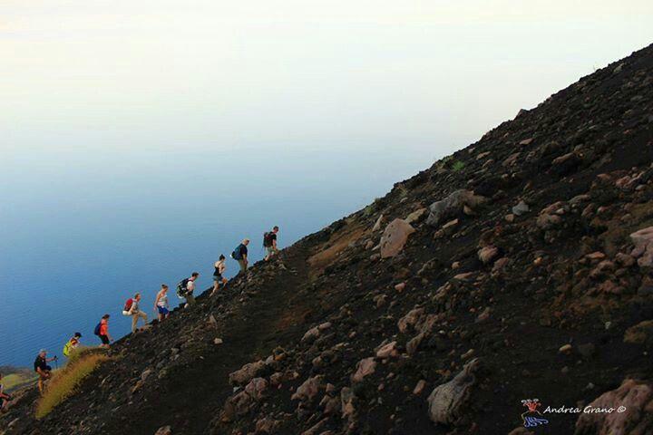 Salita al cratere (Andrea Grano)