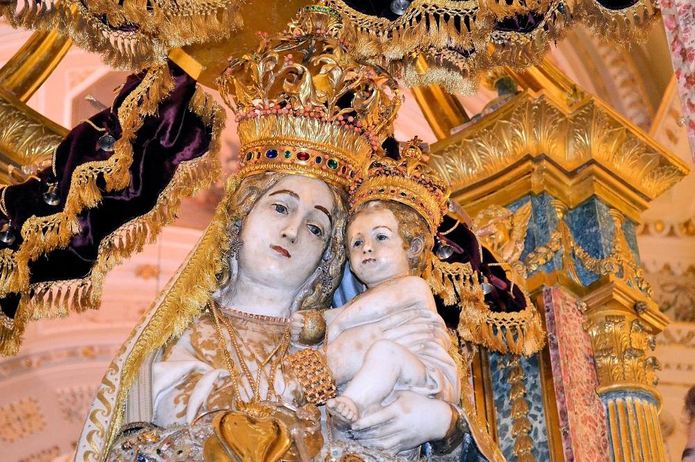 Statua della Madonna dell'Udienza - (CC BY-SA 3.0) - Guzzman85