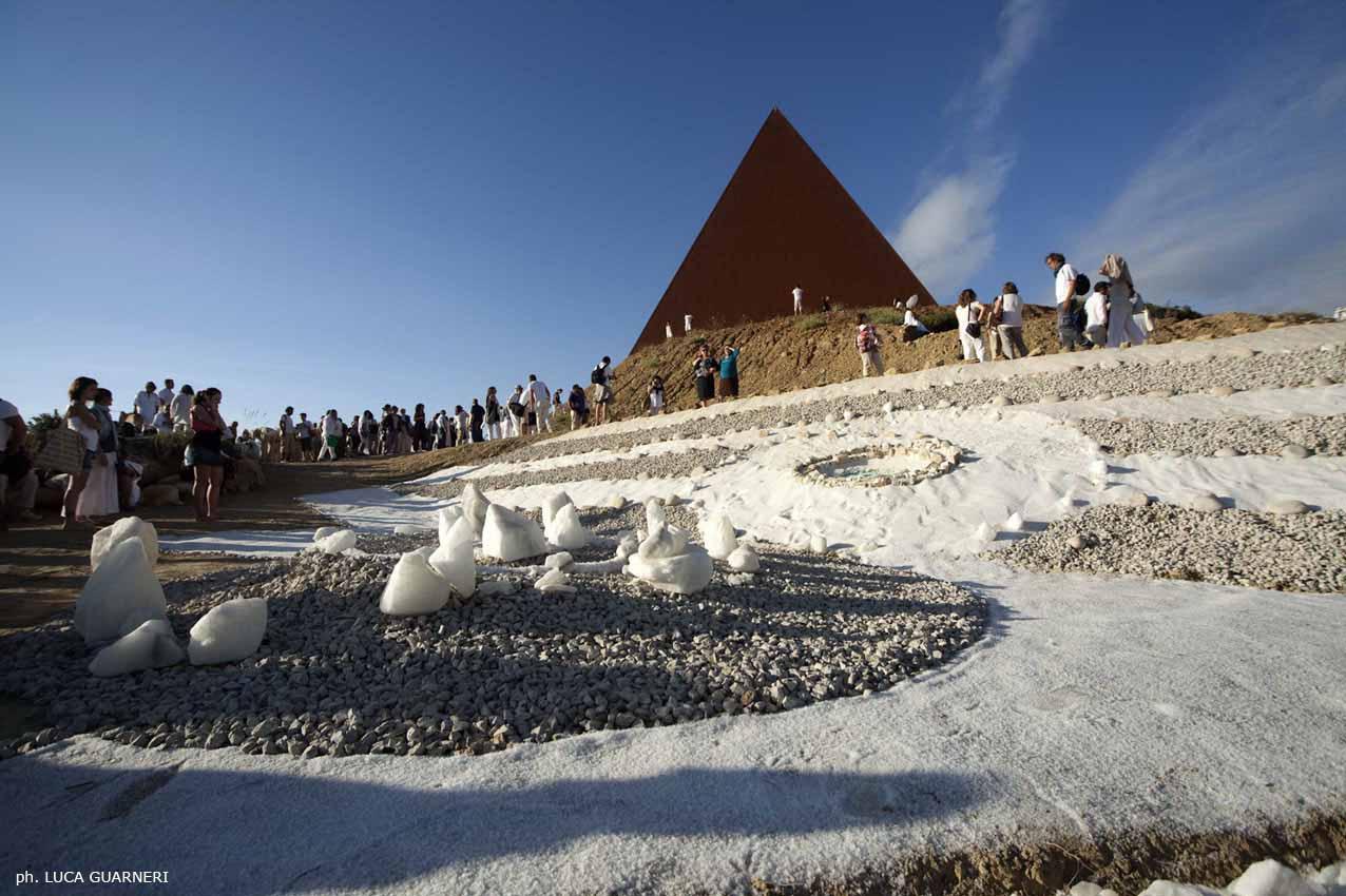 Piramide - rito della luce