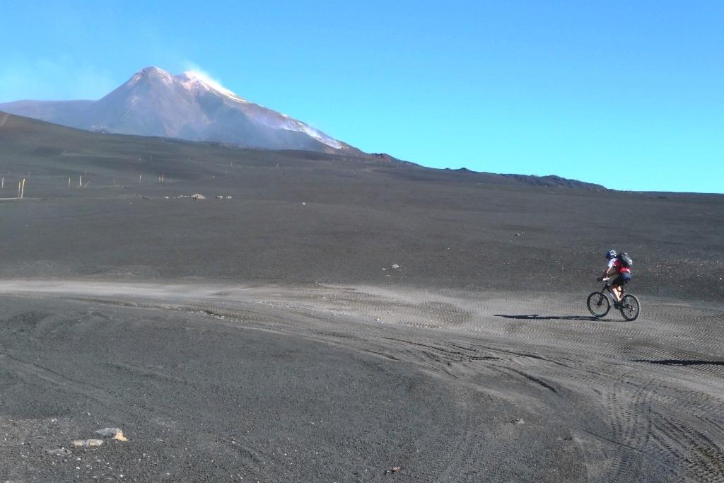 Salita sul vulcano in MTB - Ph. Arch. Mannarano