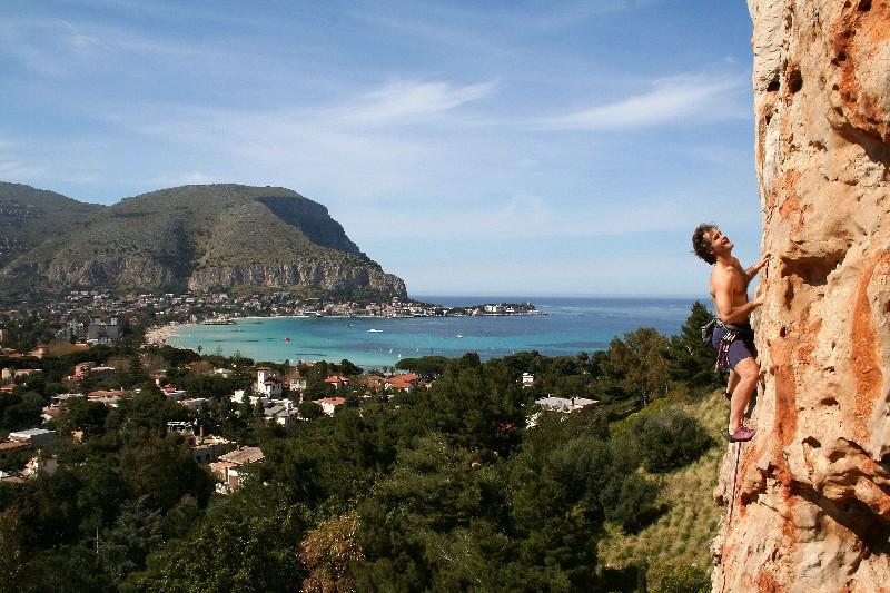 arrampicata a Palermo- falesia di Valdesi - ph. Ignazio Mannarano