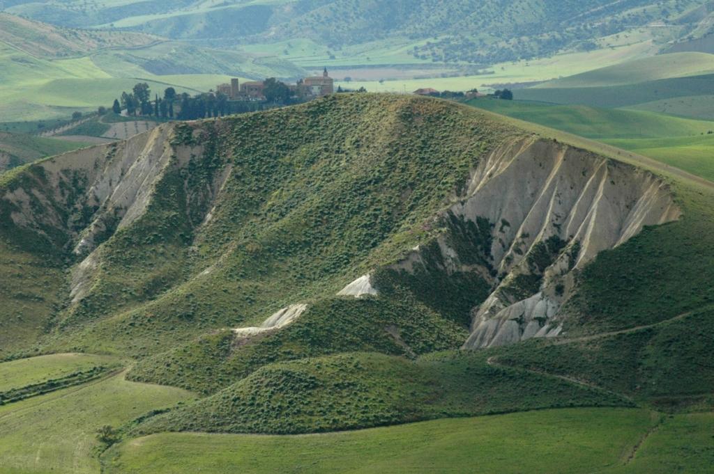 Paesaggio rurale a Pasquasia ex giacimento di sale