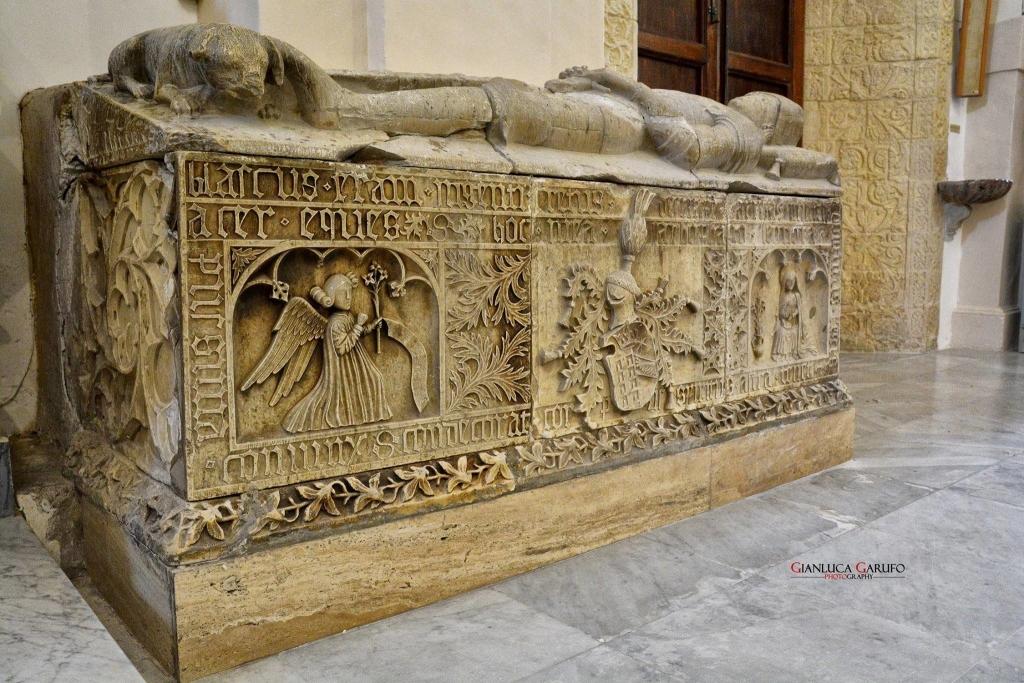 Santuario Madonna della Stella - Sarcofago di Blasco II Barresi (1465) Militello