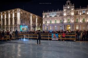 Pista di Pattinaggio sul ghiaccio in piazza Stesicoro a Ctania - ph. Salvo Puccio
