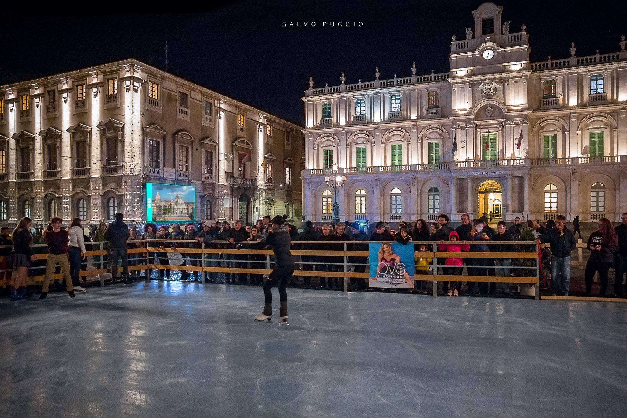 Pista di Pattinaggio sul ghiaccio alla Villa Bellini di Catania - ph. primastampa.eu