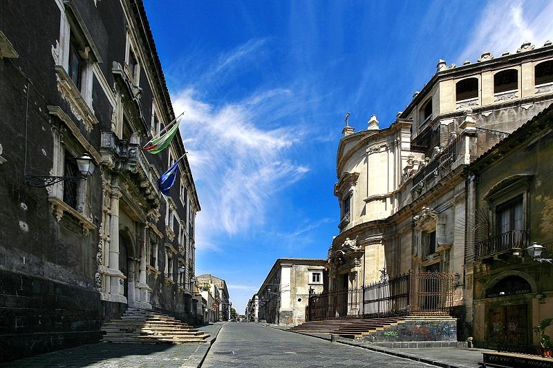Via Crociferi a Catania. Ph. Paolo Barone, via Visit Sicily.