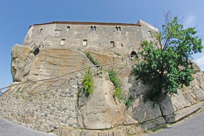 Castello di Lauria. Ph. buonastrada.eu, via Visit Sicily.