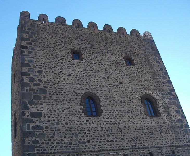 Castello Normanno di Motta S. Anastasia. Ph.IZI Travel, via Visit Sicily.